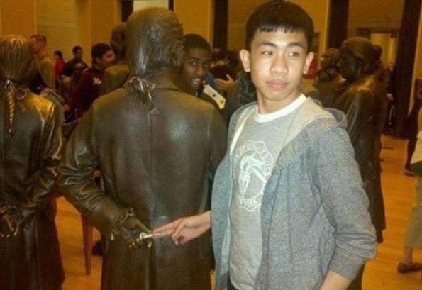 Statue 06